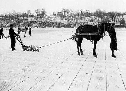 1825: Innovative Ice Harvesting Tools